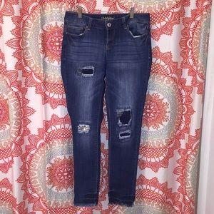 Faded Flory 6 Distressed Skinny Jeans